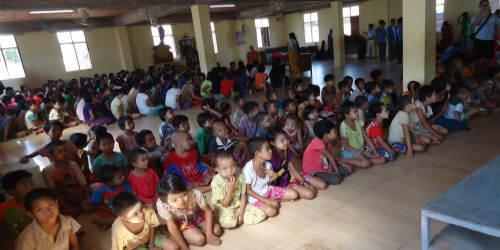 ミャンマーで姿勢検査