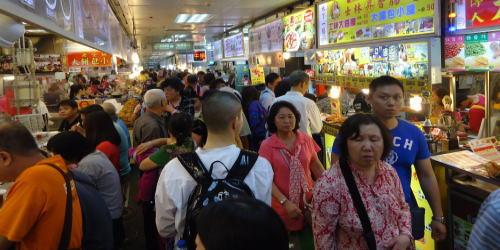 台北最大の夜店街、士林市場へ