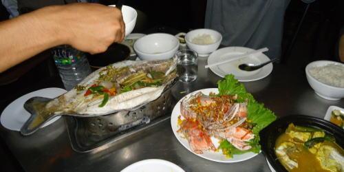 ヤンゴンの高級レストランへ